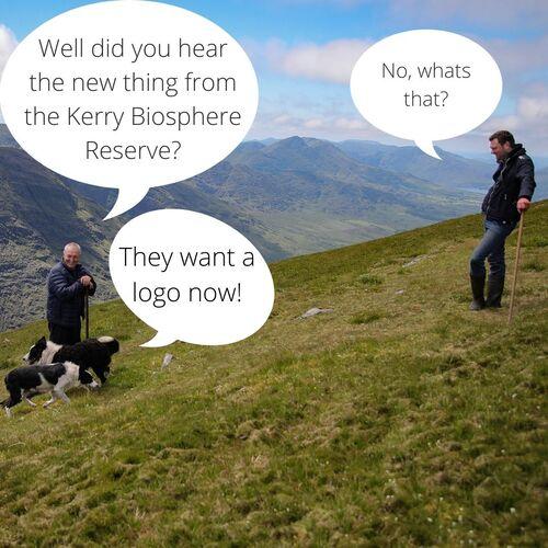 Du ūkininkai su savo aviganiais stovi ant kalvos šlaito, pokalbis į kalbos burbulus įtraukiamas taip. 1 ūkininkas: ar girdėjote ką nors naujo apie Kerio biosferos rezervatą? ūkininkas2: ne, kas tai? 1 ūkininkas: jie nori logotipo dabar!